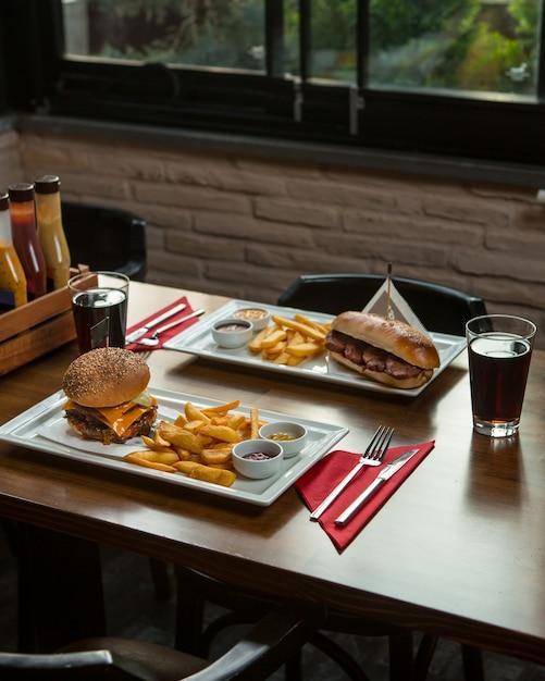 Schnelles foo-menü für zwei personen in einem restaurant. Kostenlose Fotos