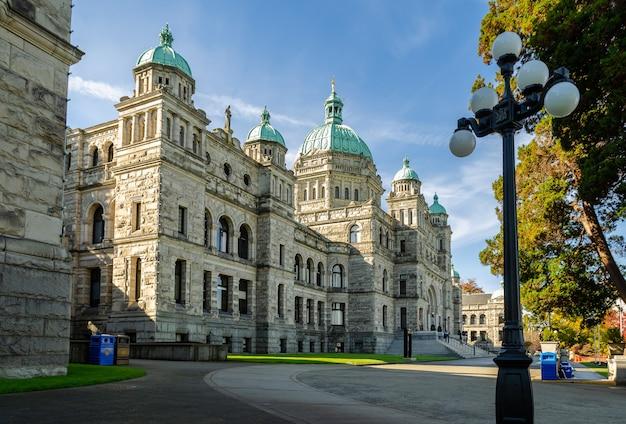 Schöne ansicht der britisch-kolumbien-parlamentsgebäude in victoria, kanada Premium Fotos