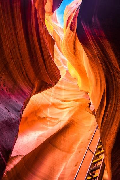 Schöne ansicht von antilopen-schlucht-sandsteinformationen in arizona Premium Fotos