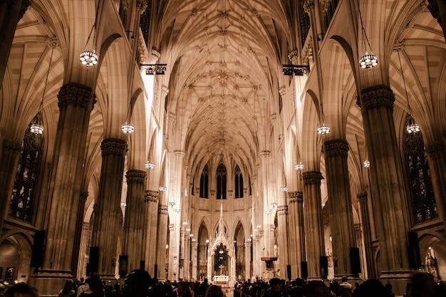 Schöne architektur einer kirche Kostenlose Fotos