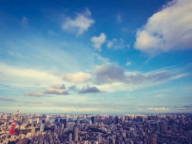 Schöne architektur und gebäude um tokyo-stadt mit tokyo-turm in japan Kostenlose Fotos