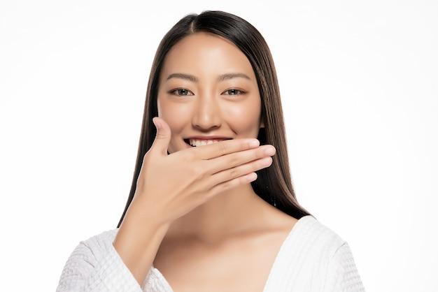 Schöne asiatinhandknebel auf weißem blackground. Premium Fotos