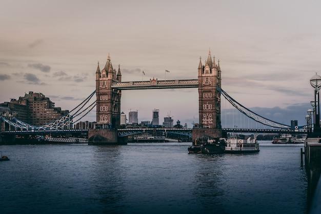 Schöne aufnahme der tower bridge in london Kostenlose Fotos