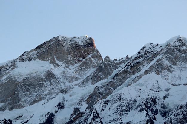 Schöne aussicht auf die berge von kedarnath, uttarakhand Premium Fotos