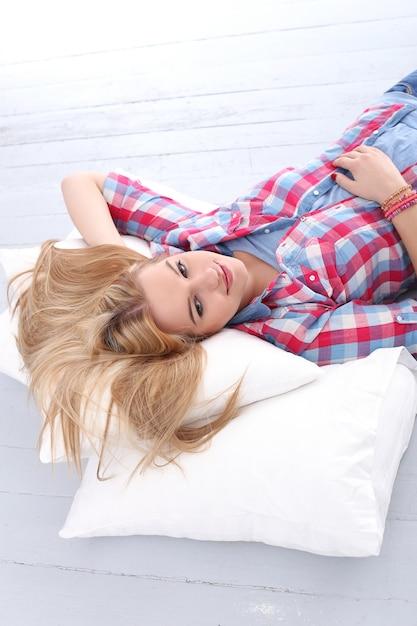 Schöne blondine Kostenlose Fotos