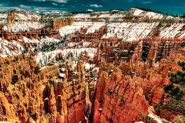 Schöne hohe winkelaufnahme des bryce canyon national park von utah im winter Kostenlose Fotos