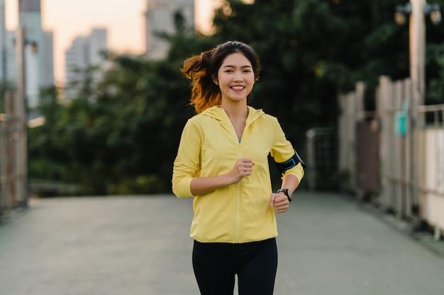 Zeigen Jung Mädchen Asiatisch Sie Voll Körper