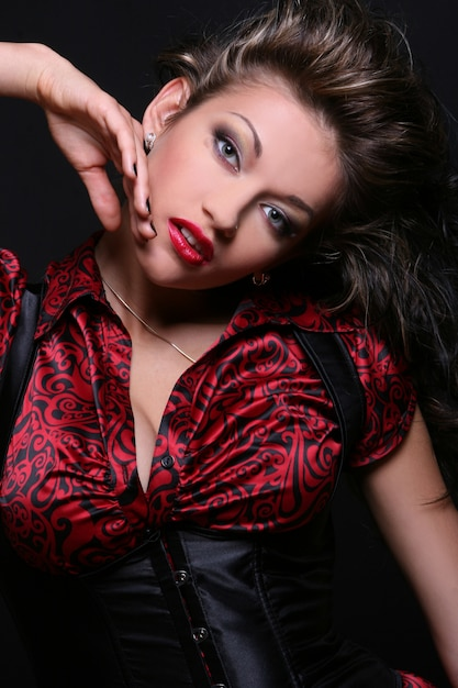 Schöne junge frau mit make-up Kostenlose Fotos