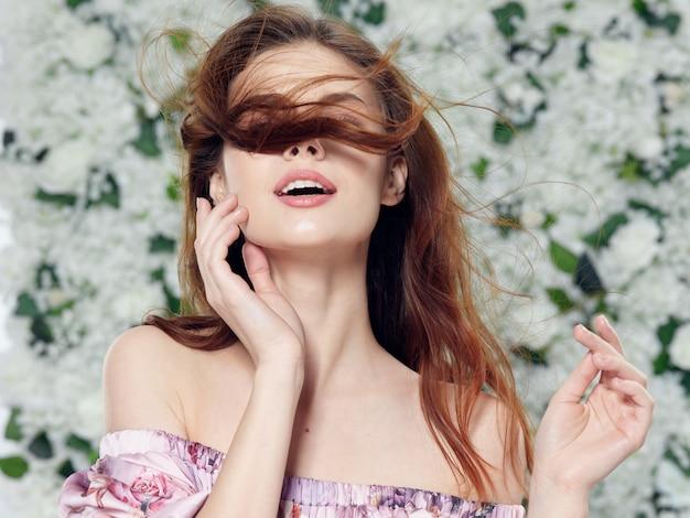 Schöne junge leute modelle posieren, schönheitskonzept, modeporträt Premium Fotos