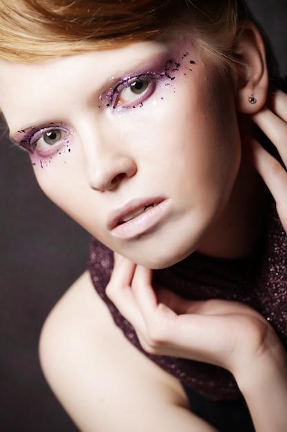 Schöne kreative mode make-up. Premium Fotos