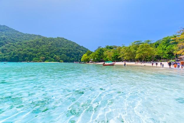 Schöne landschaft und klares wasser in similan island, andaman sea, phuket, thailand Premium Fotos