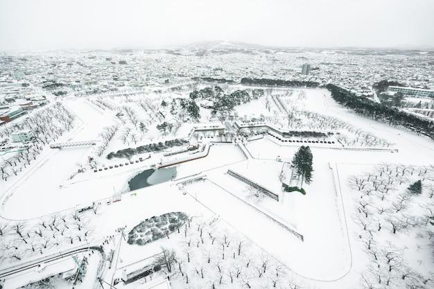 Schöne landschaft und stadtbild vom fort goryokaku-turm in hakodate-stadt hokkaido Kostenlose Fotos