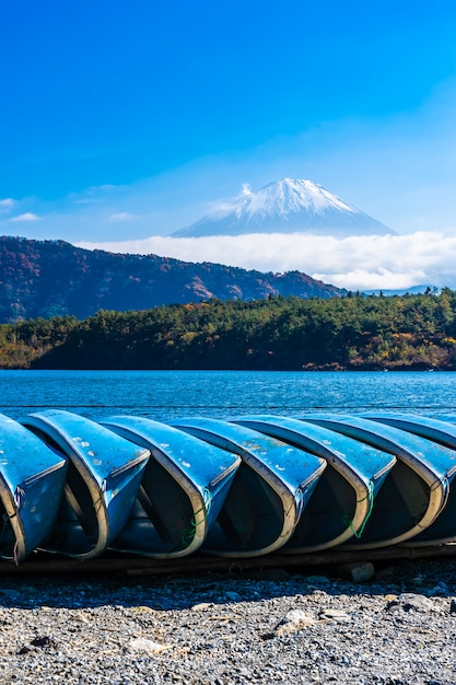 Schöne landschaft von berg fuji Kostenlose Fotos
