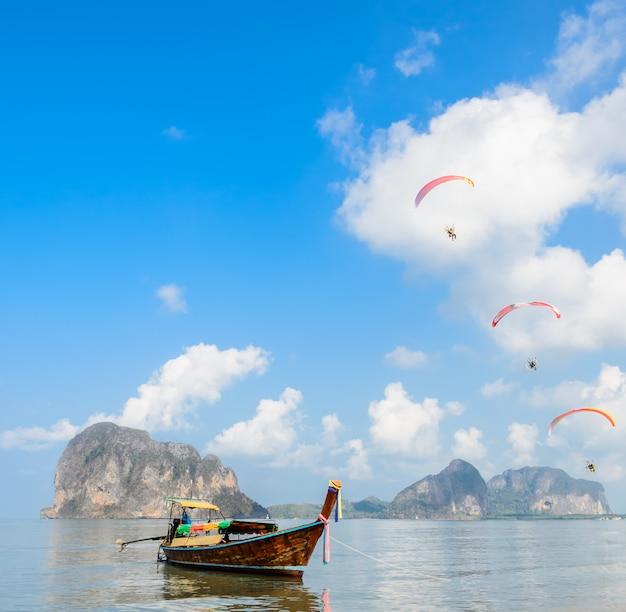 Schöne landschaft von pak meng-strand in trang, thailand Premium Fotos