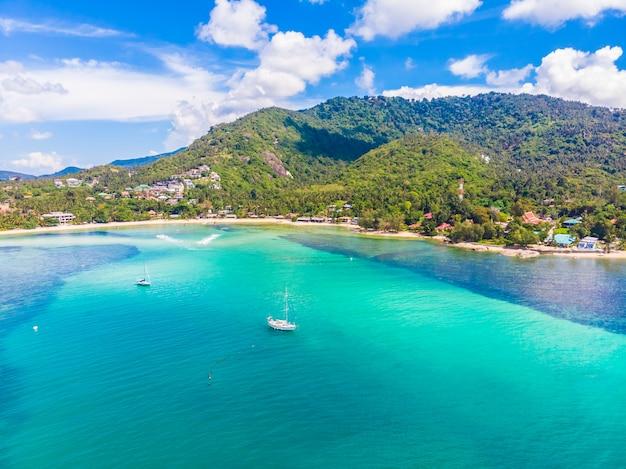 Schöne luftaufnahme des strandes Kostenlose Fotos