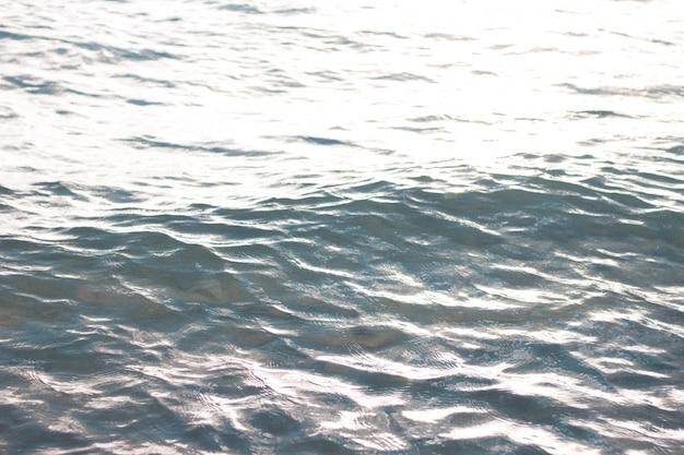 Schöne nahaufnahme von meereswellen und texturen des wassers Kostenlose Fotos