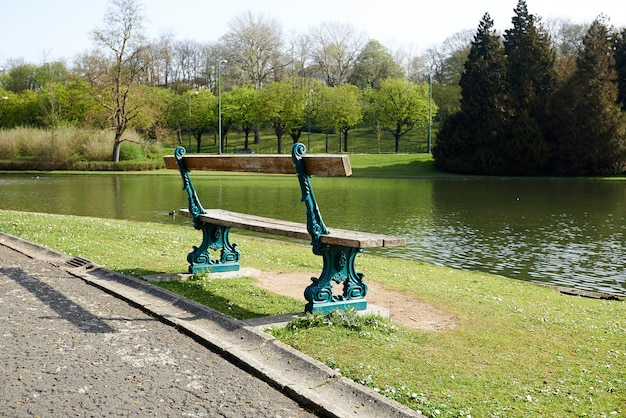 Schöne parkbank Premium Fotos