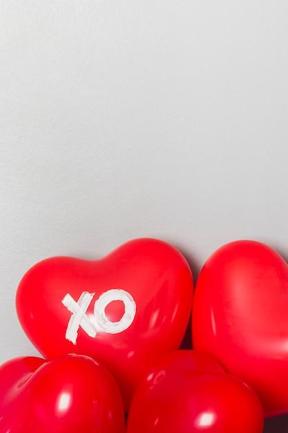 Schöne rote ballone für valentinstag Kostenlose Fotos