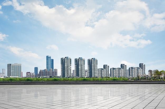 Schöne stadtbild mit wolkenkratzern Kostenlose Fotos