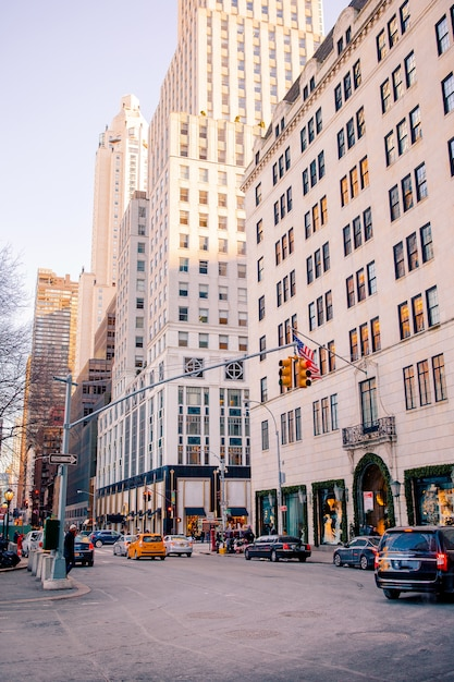 Schöne straße von new york city und von amerika, am 1. januar 2018 in manhattan, new york city. Premium Fotos