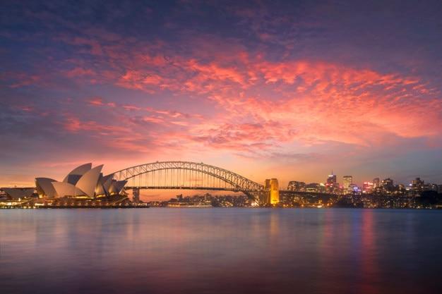 Schöne sydney-buchtansicht bei sonnenuntergang von frau macquaries stuhlstandpunkt am abend Premium Fotos