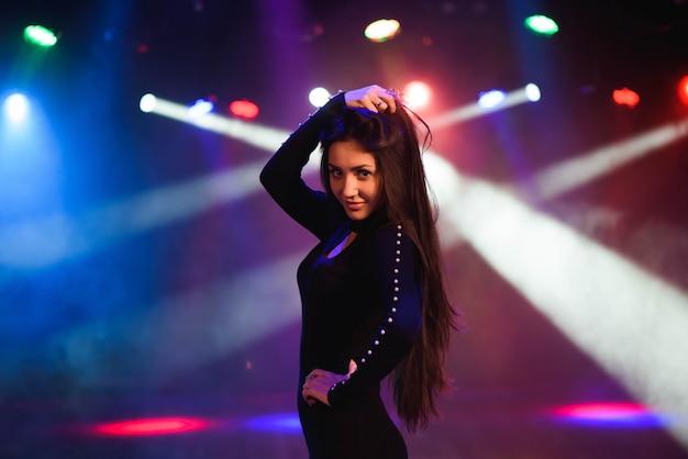 Schöne tänzerin Premium Fotos
