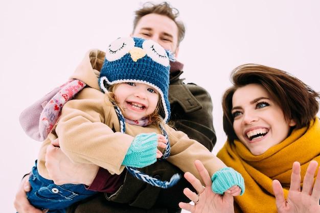 Schöne und glückliche familie Premium Fotos