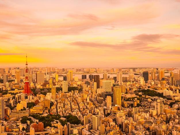 Schöne vogelperspektive der architektur und des gebäudes um tokyo-stadt zur sonnenuntergangzeit Kostenlose Fotos
