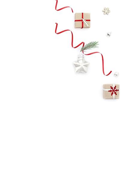 Schöne weihnachtsdekoration auf dem tisch Premium Fotos