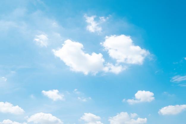 Schöne wolken des blauen himmels Premium Fotos