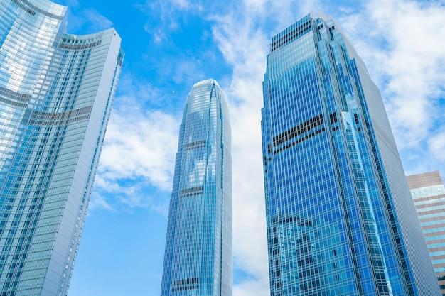 Schöner architekturgebäudewolkenkratzer in hong kong city Kostenlose Fotos