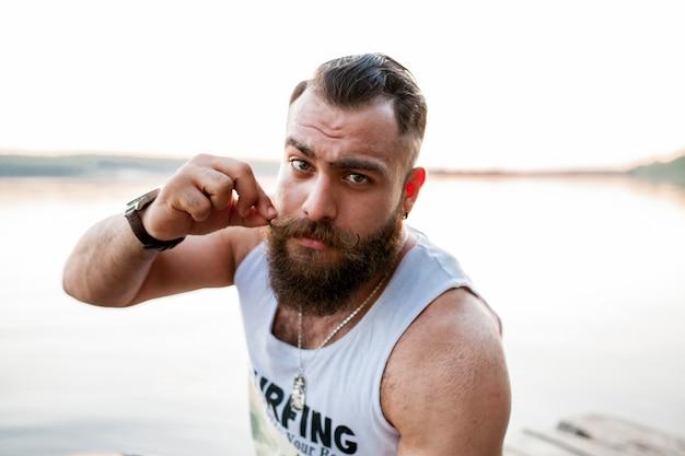 Schöner bärtiger bart mann porträt jung Kostenlose Fotos