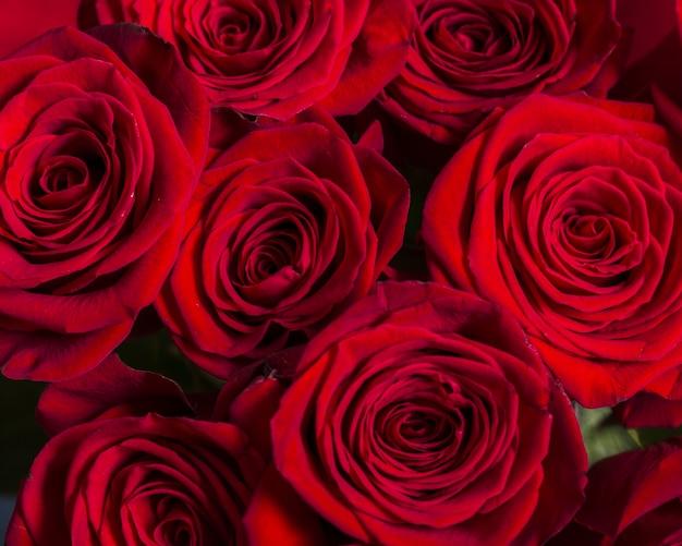 Schöner blumenstrauß der draufsicht von rosen Kostenlose Fotos