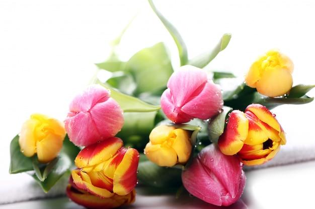 Schöner blumenstrauß von tulpen, bunte tulpen, naturhintergrund Kostenlose Fotos