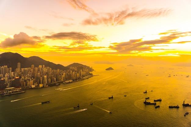 Schöner bunter sonnenuntergang in den hong kong-stadtskylinen Kostenlose Fotos