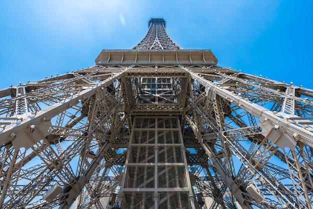 Schöner eiffelturmmarkstein des pariser hotels und des erholungsortes in der macao-stadt Premium Fotos