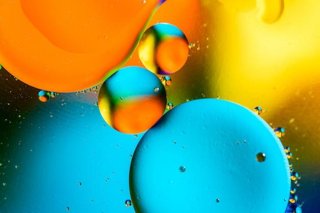 Schöner farbzusammenfassungshintergrund von gemischtem wasser und von öl. Premium Fotos