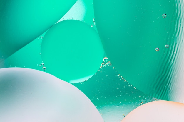 Schöner farbzusammenfassungshintergrund von gemischtem wasser und von öl Premium Fotos