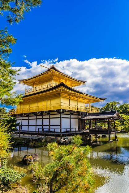 Schöner kinkakuji-tempel mit goldenem pavillion in kyoto japan Kostenlose Fotos