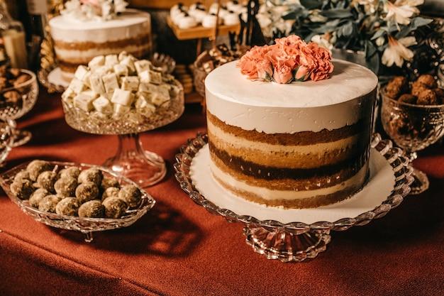Schöner kuchen und süße snacks Kostenlose Fotos