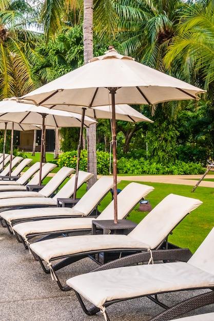 Schöner luxus-außenpool im hotel und im resort Kostenlose Fotos