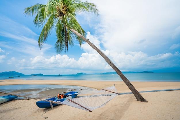 Schöner strand und sommerurlaub Premium Fotos