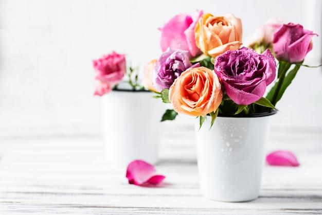 Schöner strauß rosa rosen, selektiver fokus Premium Fotos