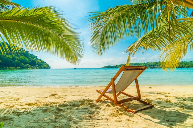 Schöner tropischer strand und meer Kostenlose Fotos