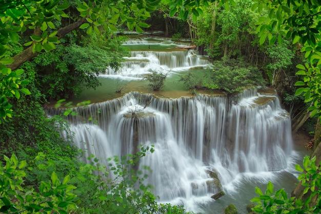 Schöner wasserfall in thailand Premium Fotos