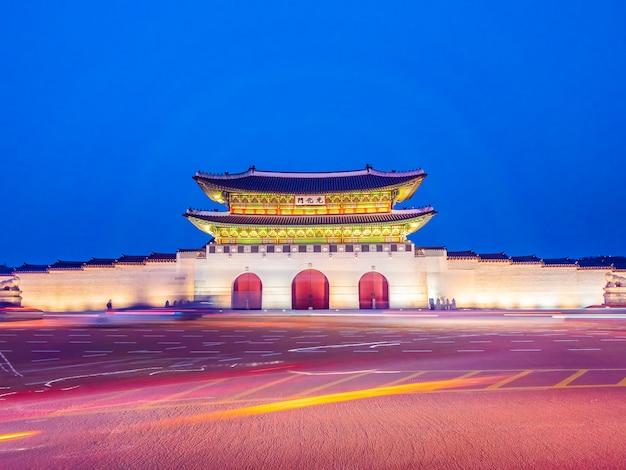 Schönes architekturgebäude des gyeongbokgungs-palastes Kostenlose Fotos