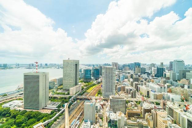Schönes architekturgebäude in den tokyo-stadtskylinen Kostenlose Fotos