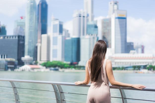 Schönes asiatisches frauenlächeln und glücklich Kostenlose Fotos