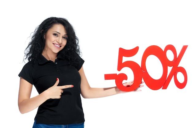Schönes gelocktes mädchen mit einem roten zeichen - verkauf 50 Premium Fotos