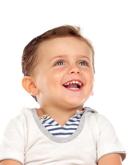 Schönes kleines kind mit einem schönen lächeln, das oben schaut Premium Fotos